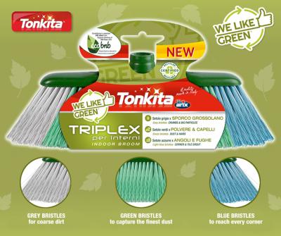 Pochodząca z recyklingu, nadająca się do ponownego przetworzenia i 3 razy skuteczniejsza: TRIPLEX to nowa szczotka do wnętrz marki Tonkita, we like green.
